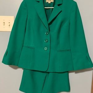 Green 3/4 Skirt Suit